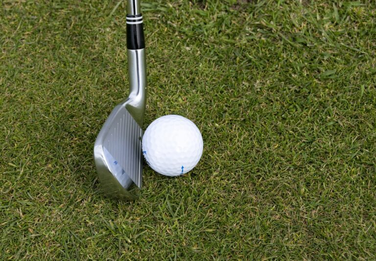 How to Hit a Golf Ball Straight - for Beginners